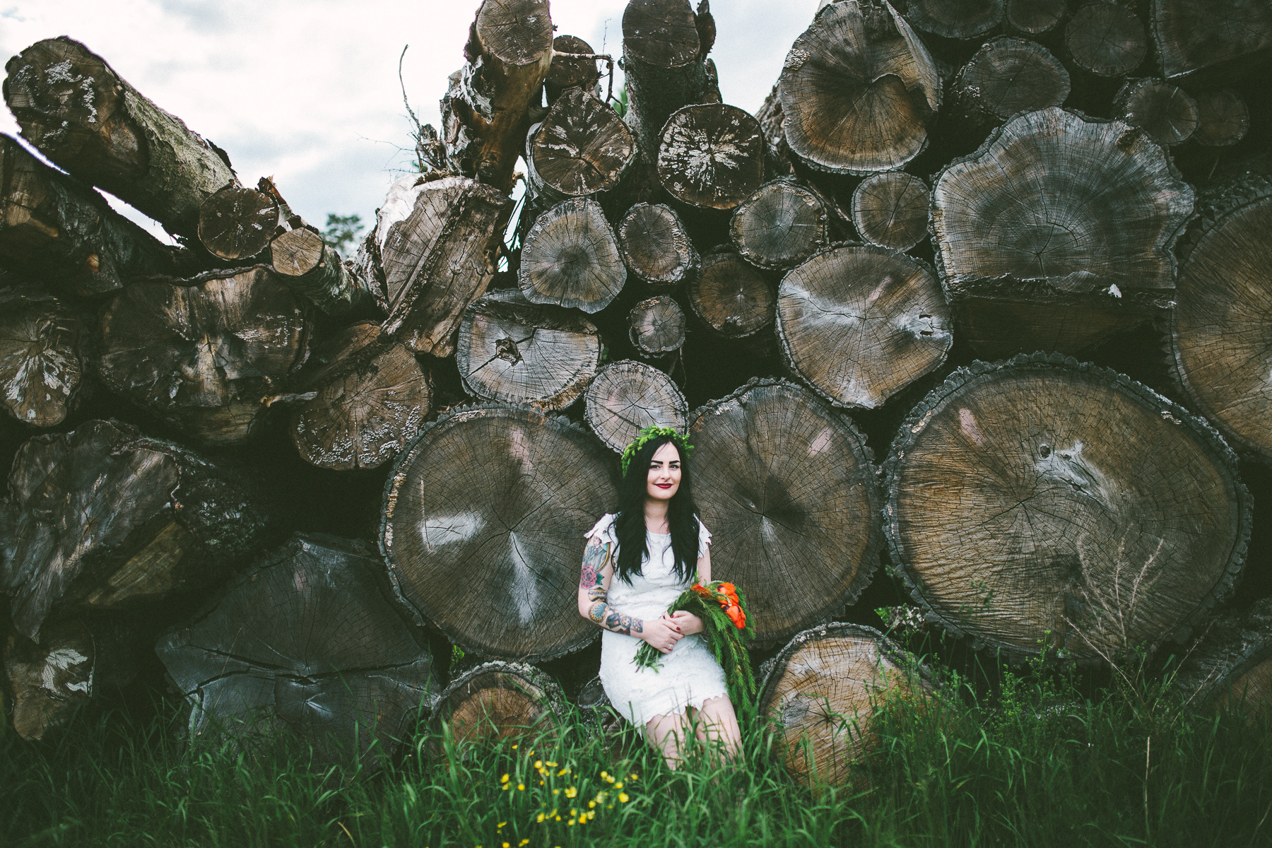 Sara-Bohemian-Moody-Alternative-Wedding-Photography-Inspiration-20