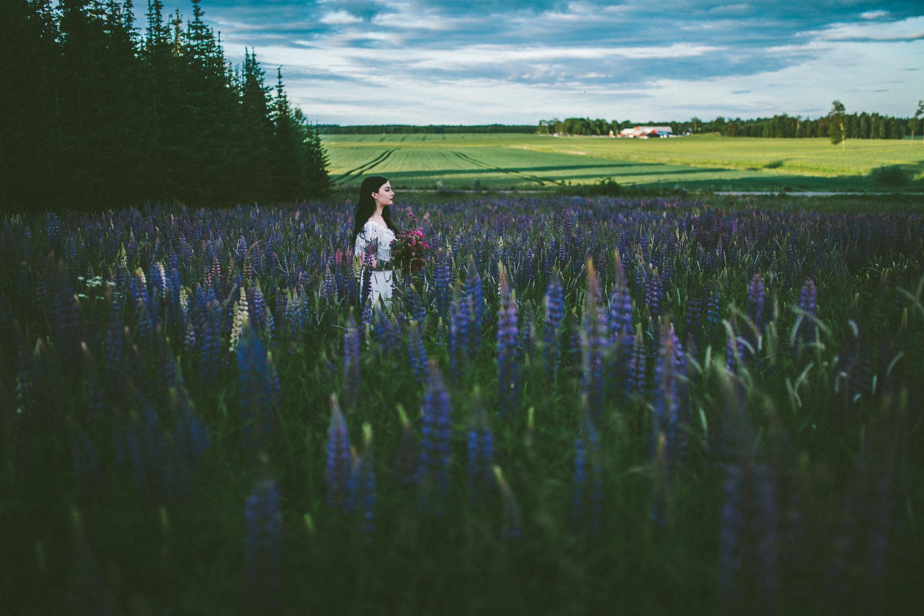 Sara-Bohemian-Moody-Alternative-Wedding-Photography-Inspiration-83