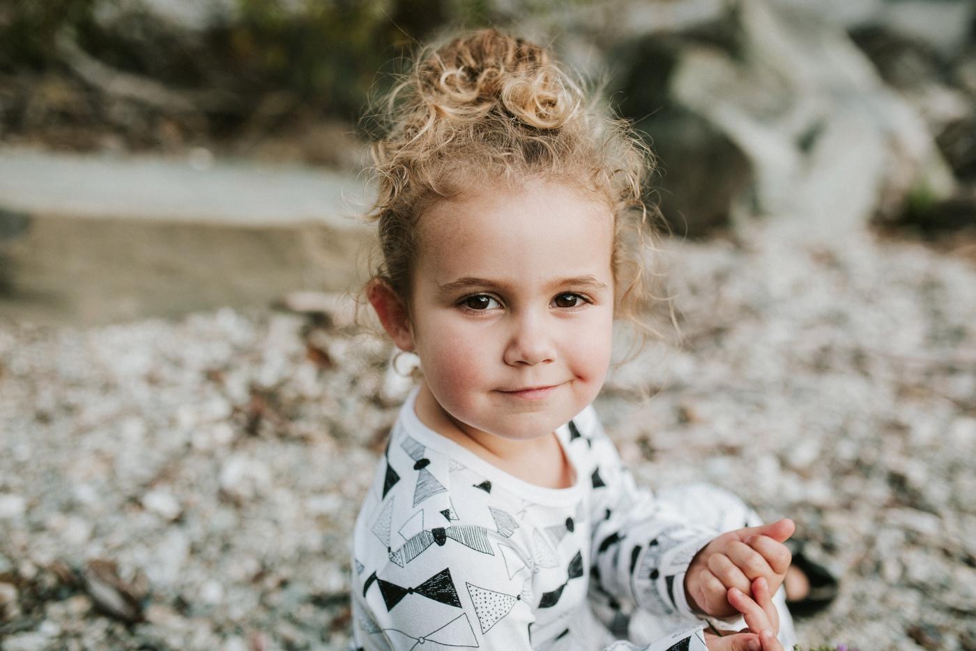 Avslappnade-naturliga-roliga-Familjesession-Familjebilder-Ben&Rosanne&Luella_16