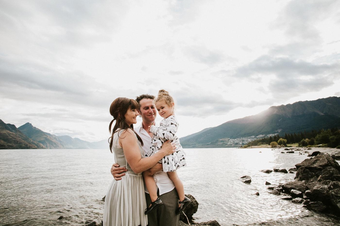 Avslappnade-naturliga-roliga-Familjesession-Familjebilder-Ben&Rosanne&Luella_18