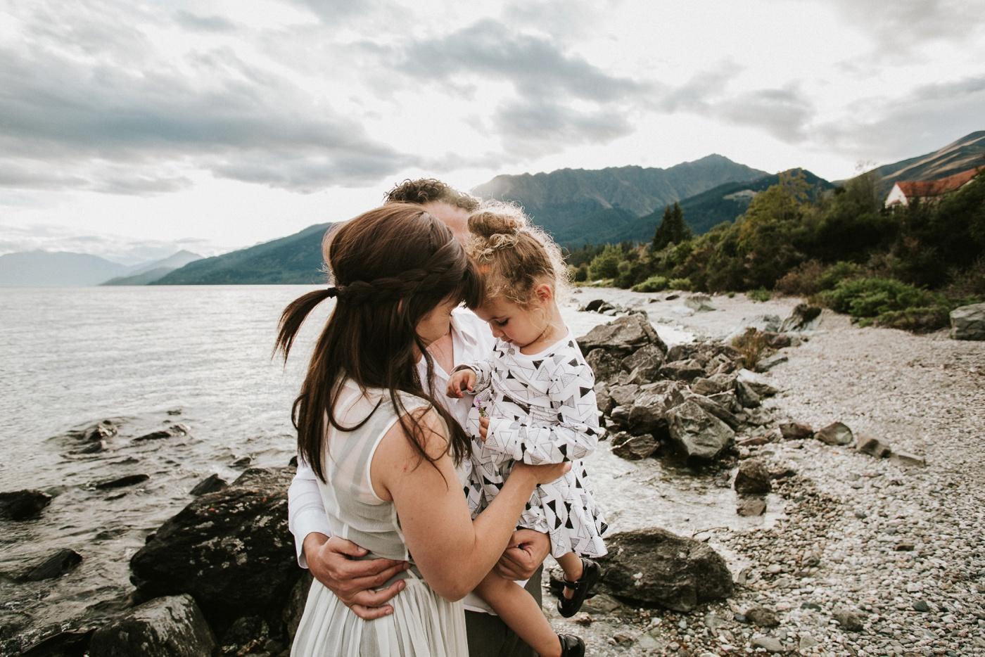Avslappnade-naturliga-roliga-Familjesession-Familjebilder-Ben&Rosanne&Luella_20