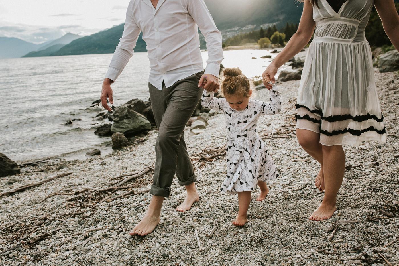 Avslappnade-naturliga-roliga-Familjesession-Familjebilder-Ben&Rosanne&Luella_23