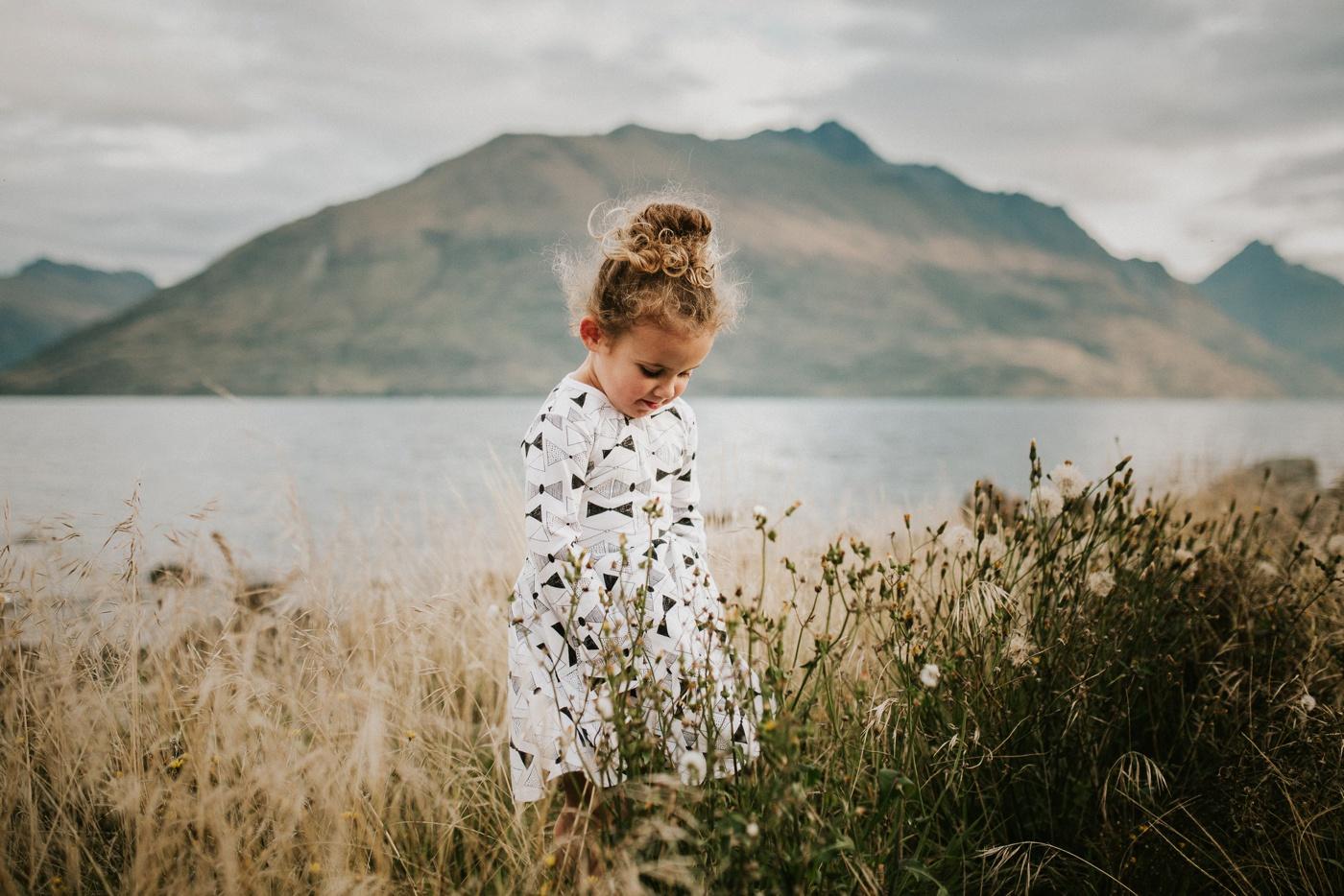 Avslappnade-naturliga-roliga-Familjesession-Familjebilder-Ben&Rosanne&Luella_26