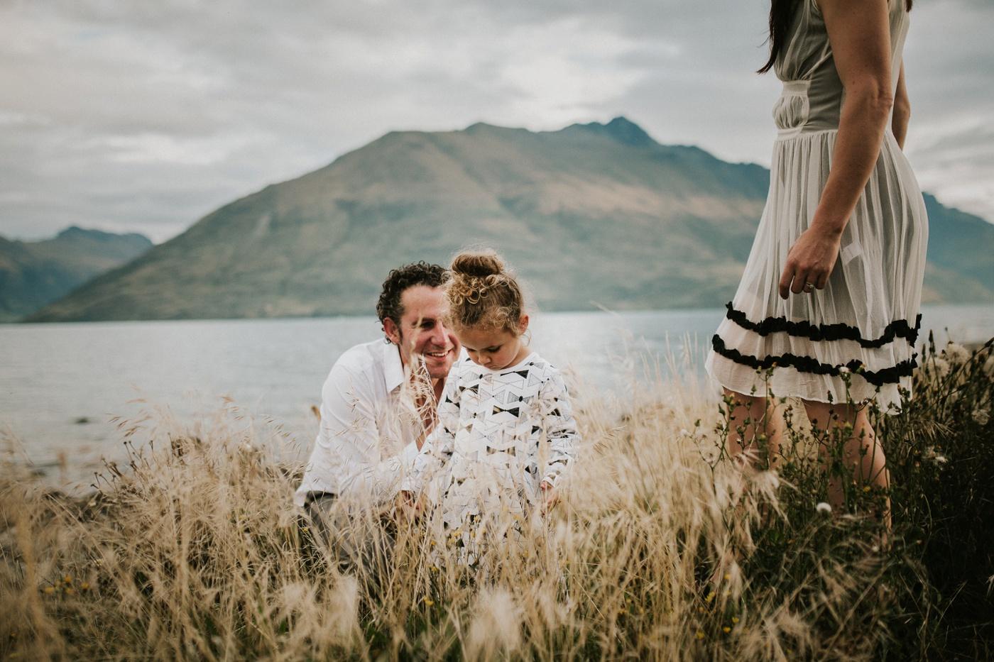 Avslappnade-naturliga-roliga-Familjesession-Familjebilder-Ben&Rosanne&Luella_27