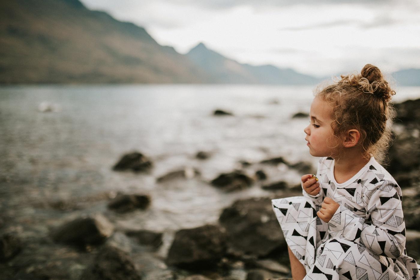 Avslappnade-naturliga-roliga-Familjesession-Familjebilder-Ben&Rosanne&Luella_37