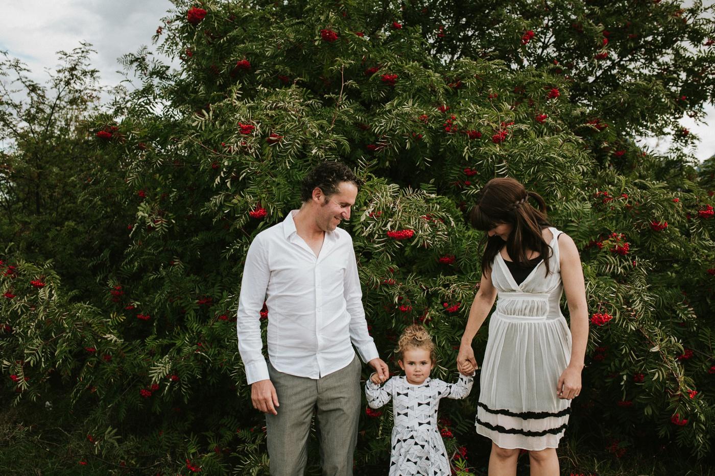 Avslappnade-naturliga-roliga-Familjesession-Familjebilder-Ben&Rosanne&Luella_6