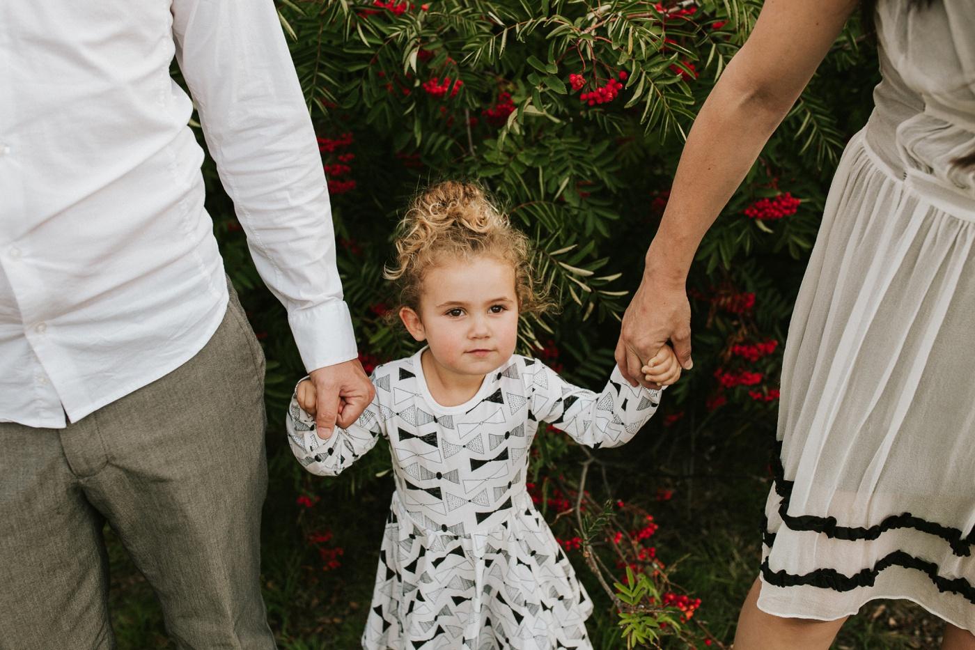 Avslappnade-naturliga-roliga-Familjesession-Familjebilder-Ben&Rosanne&Luella_7