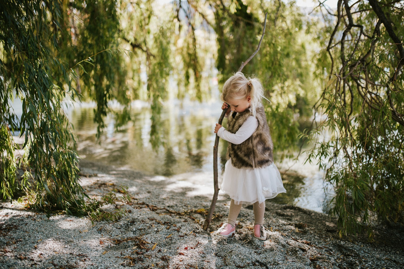 Blake-Lily-Rolig-Lekfull-Familjesession-Familjefotograf-Stockholm-Orebro_01