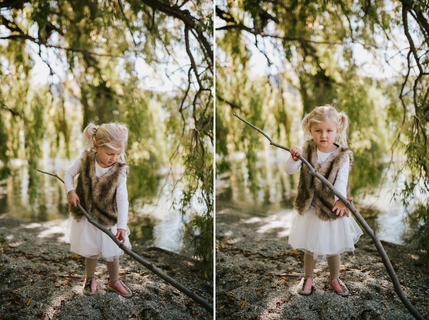 Blake-Lily-Rolig-Lekfull-Familjesession-Familjefotograf-Stockholm-Orebro_02