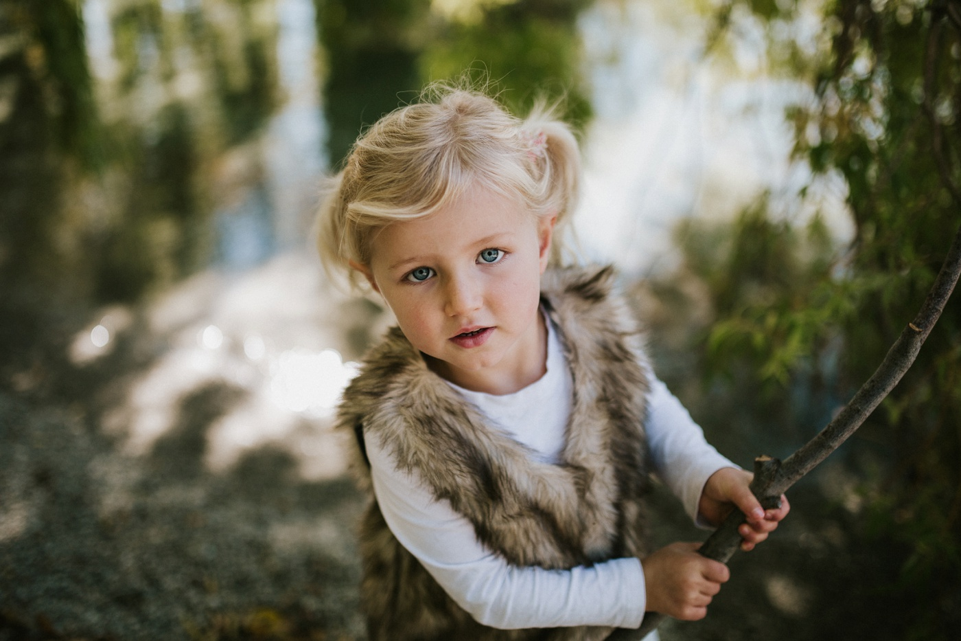 Blake-Lily-Rolig-Lekfull-Familjesession-Familjefotograf-Stockholm-Orebro_03
