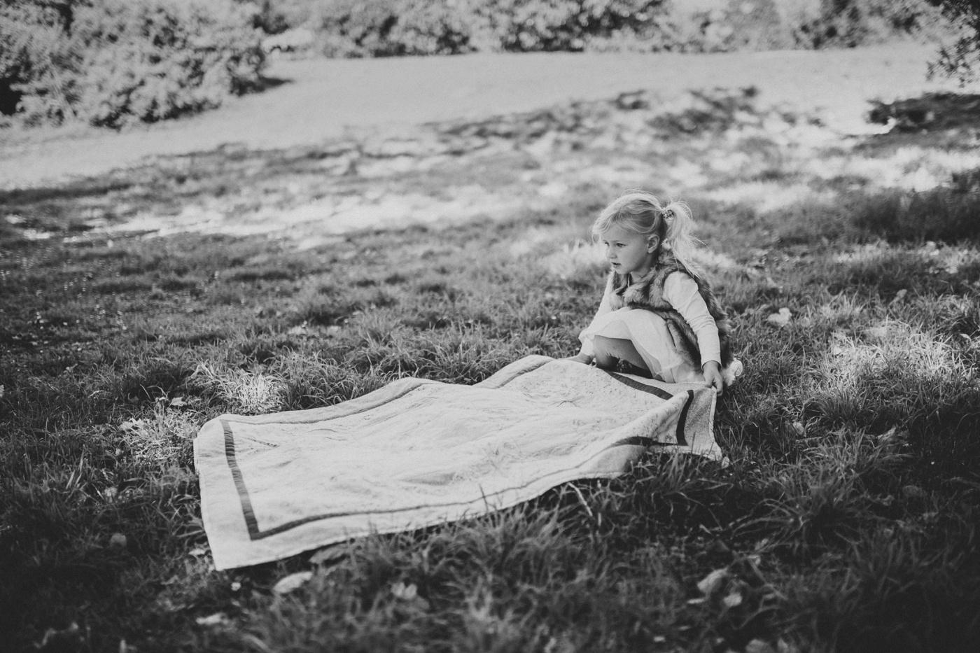 Blake-Lily-Rolig-Lekfull-Familjesession-Familjefotograf-Stockholm-Orebro_04