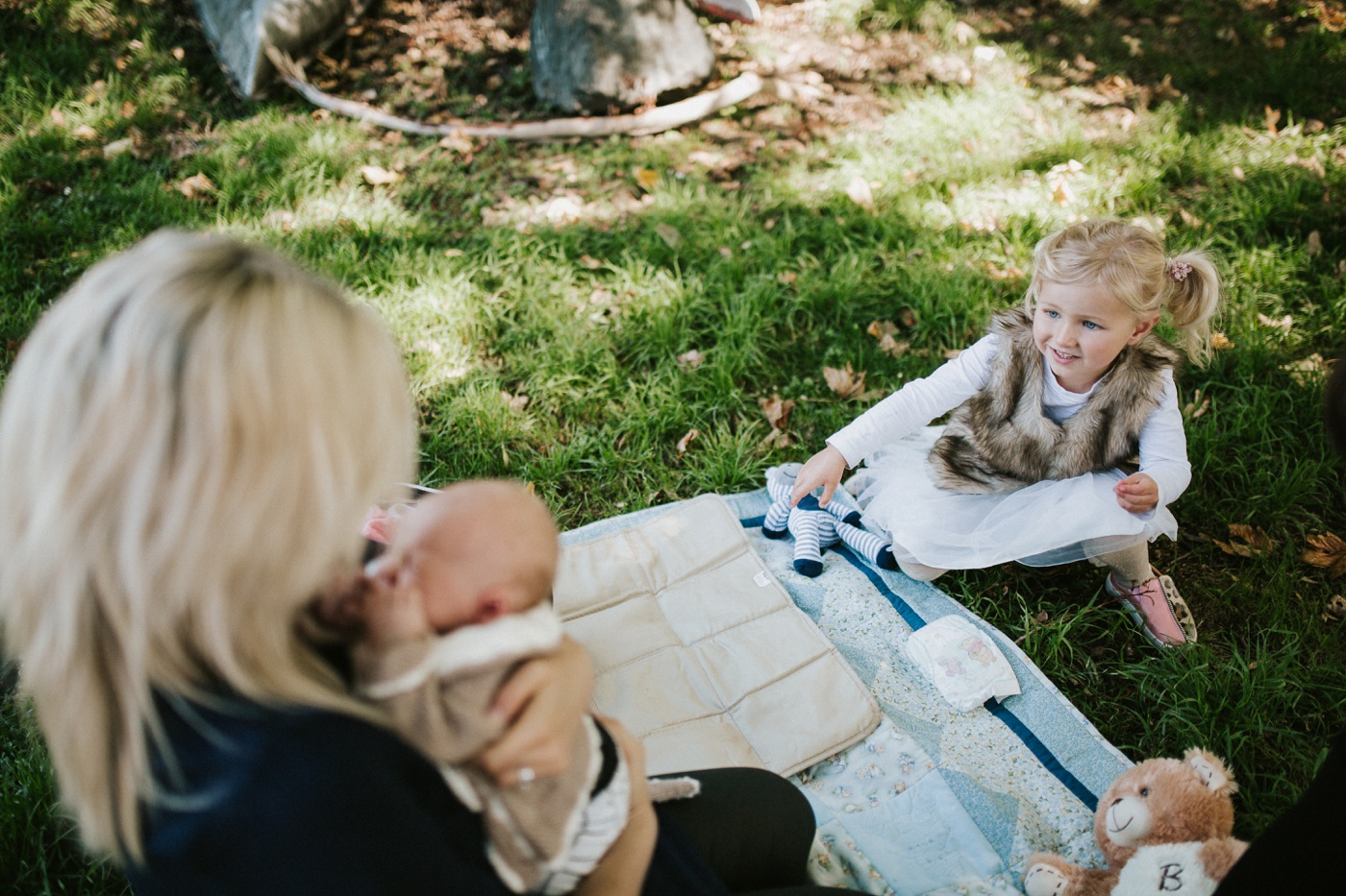 Blake-Lily-Rolig-Lekfull-Familjesession-Familjefotograf-Stockholm-Orebro_06