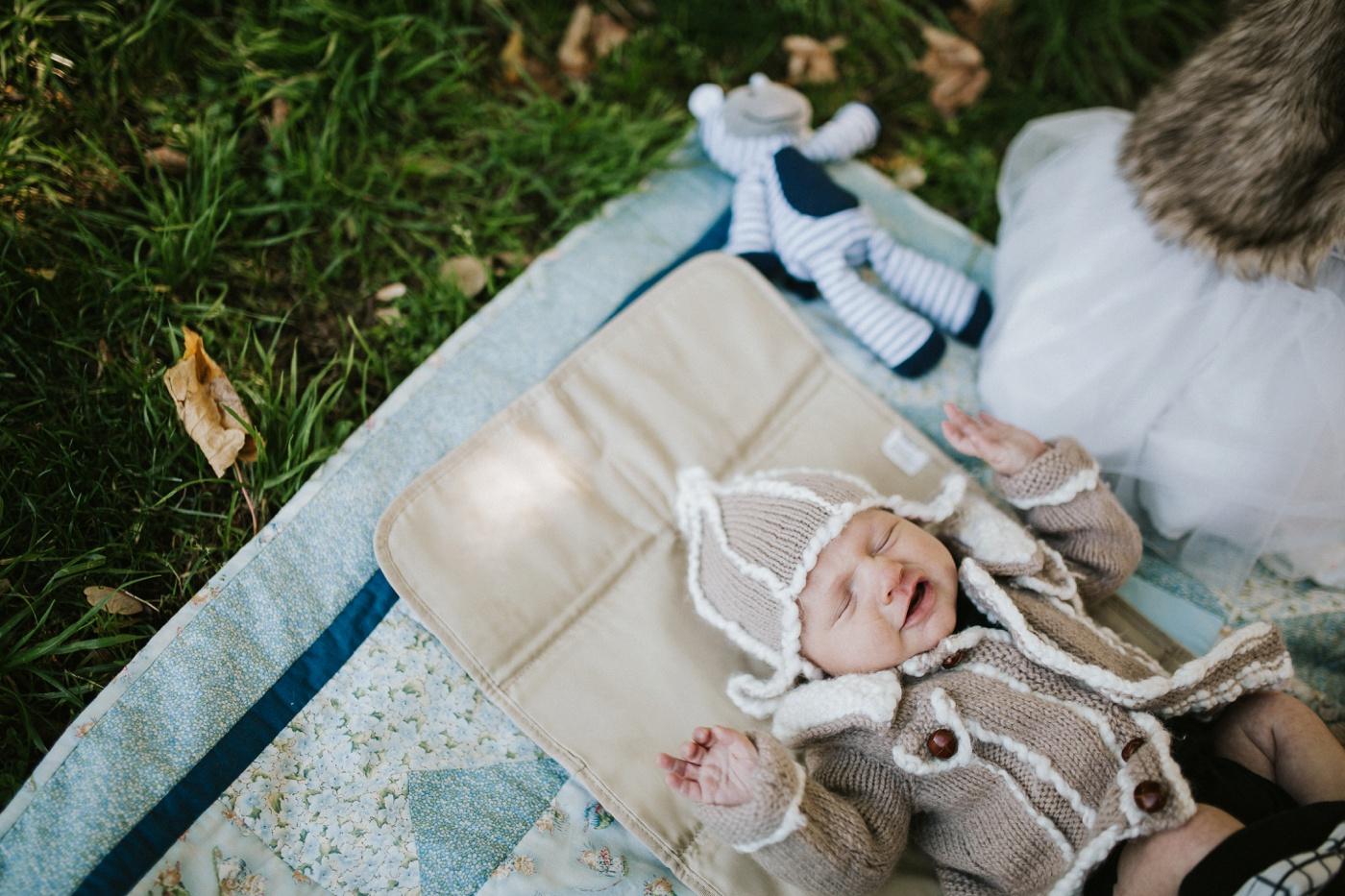 Blake-Lily-Rolig-Lekfull-Familjesession-Familjefotograf-Stockholm-Orebro_07