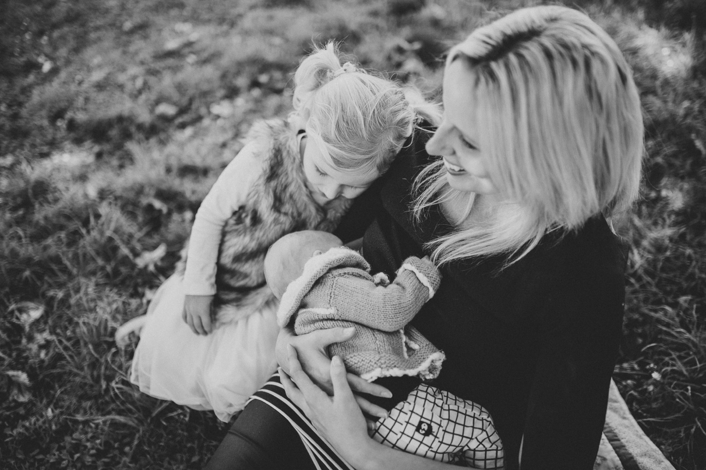Blake-Lily-Rolig-Lekfull-Familjesession-Familjefotograf-Stockholm-Orebro_13