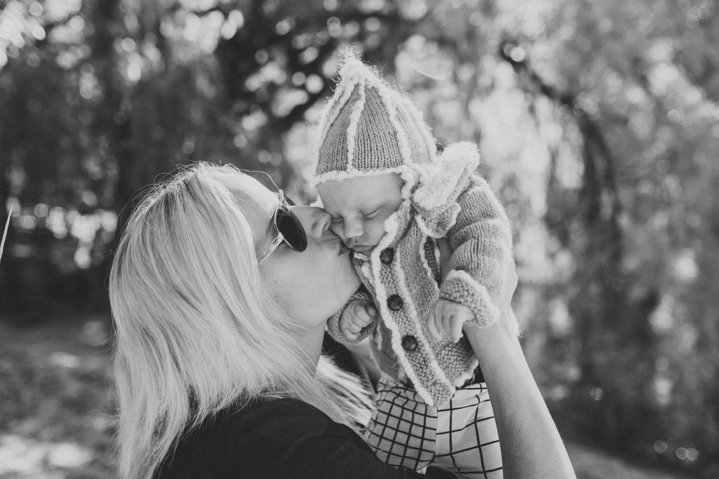 Blake-Lily-Rolig-Lekfull-Familjesession-Familjefotograf-Stockholm-Orebro_16