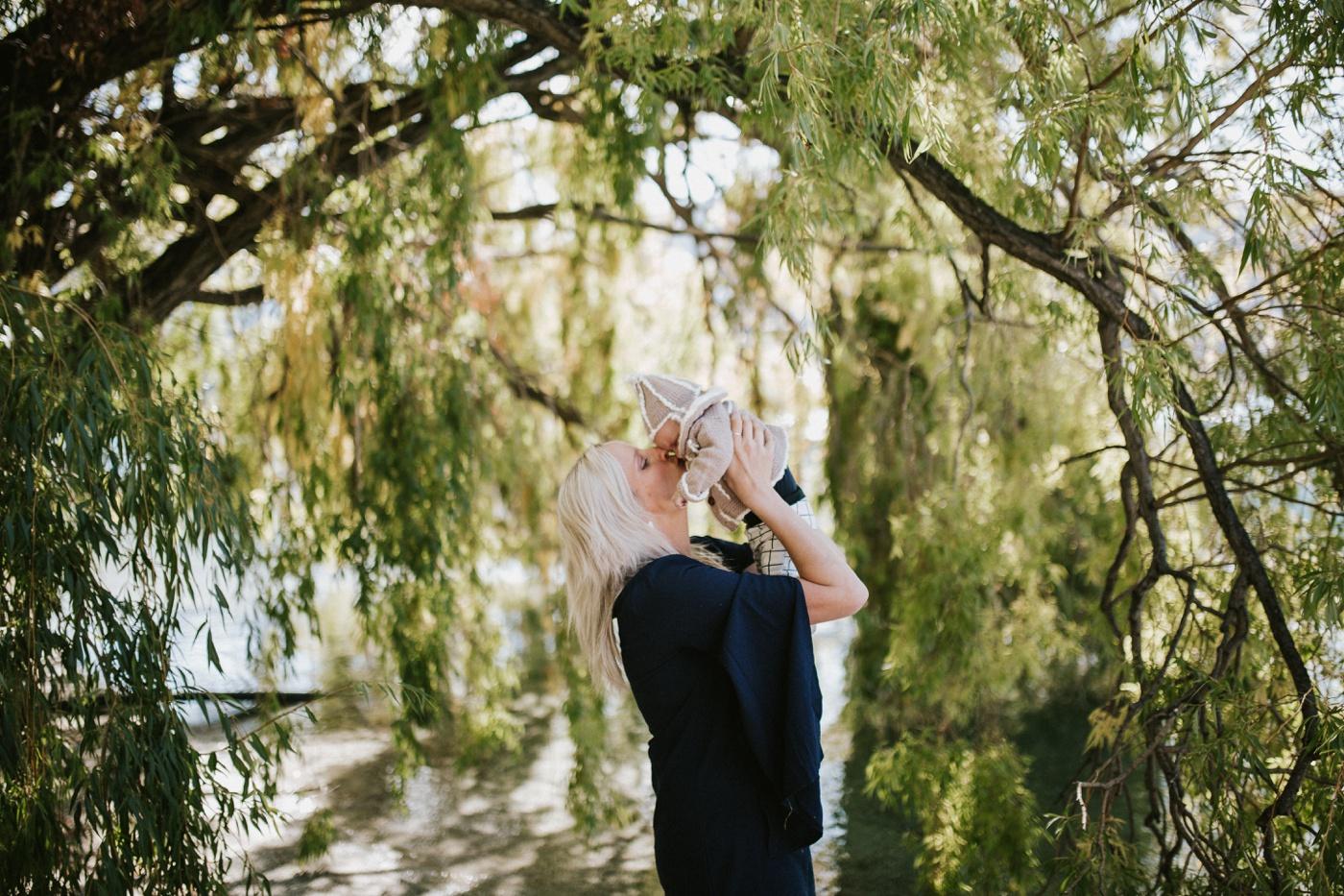 Blake-Lily-Rolig-Lekfull-Familjesession-Familjefotograf-Stockholm-Orebro_20