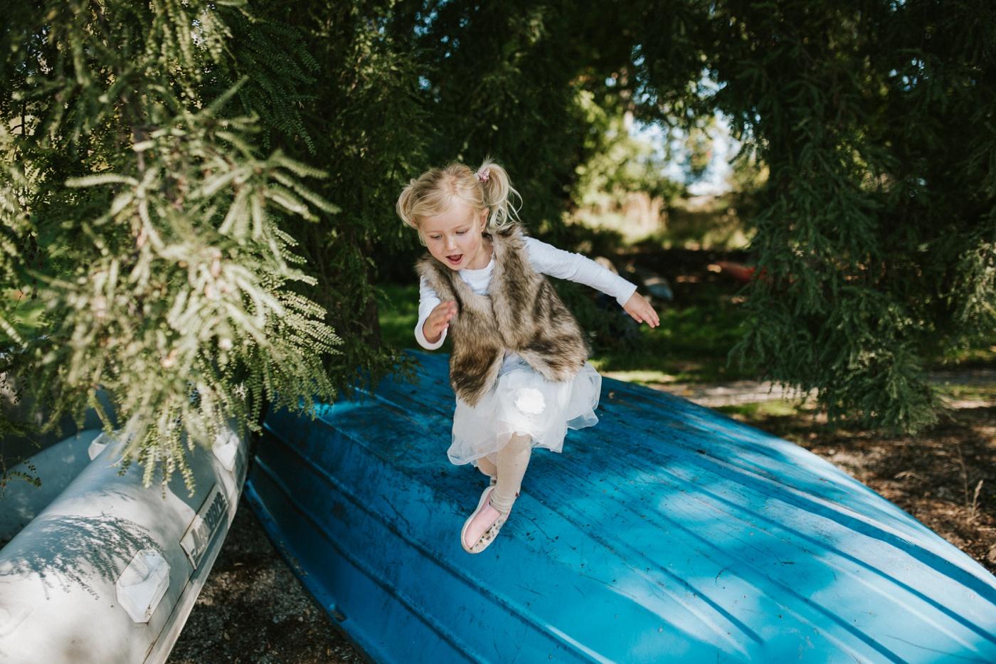 Blake-Lily-Rolig-Lekfull-Familjesession-Familjefotograf-Stockholm-Orebro_29