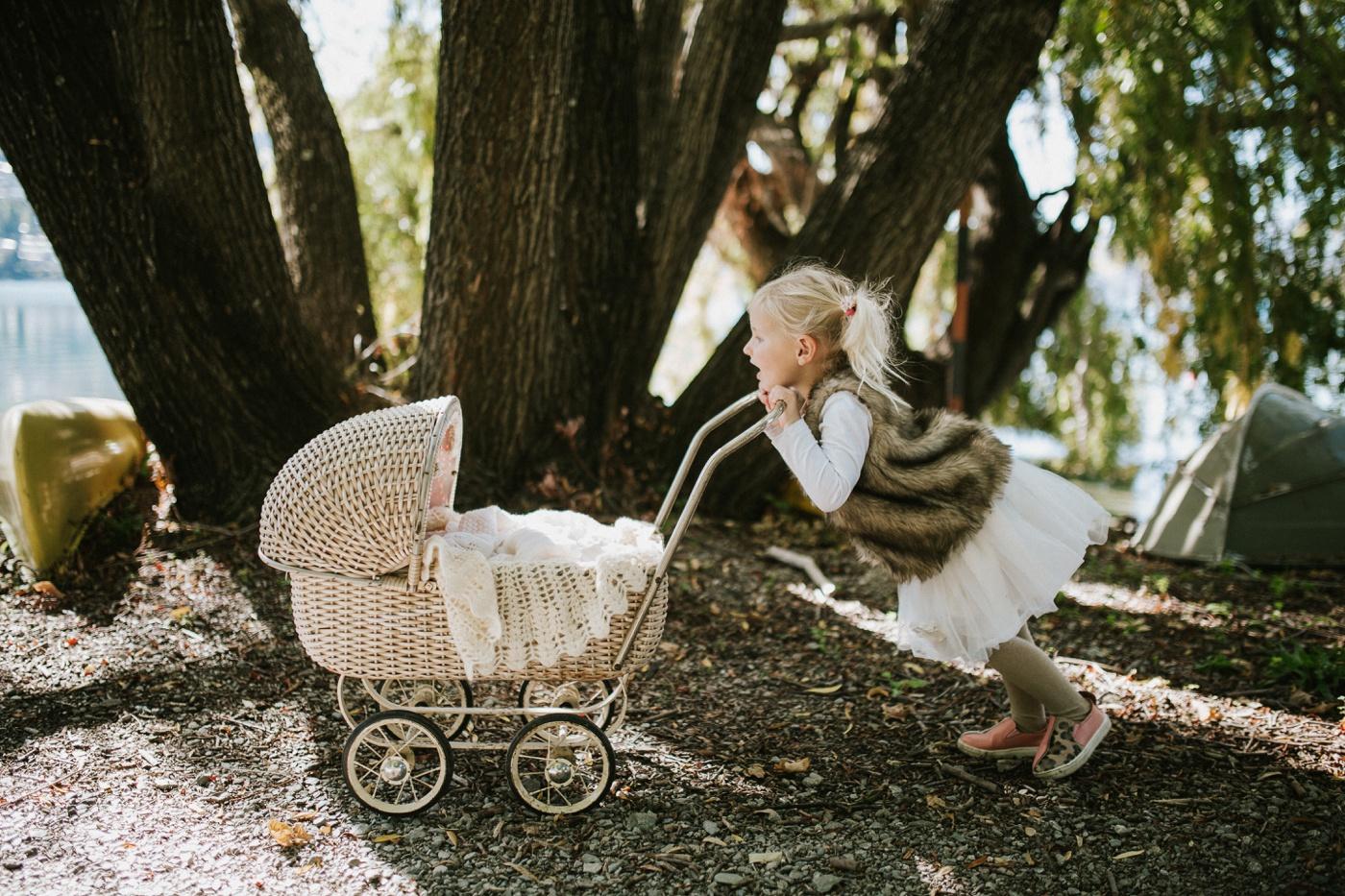 Blake-Lily-Rolig-Lekfull-Familjesession-Familjefotograf-Stockholm-Orebro_30