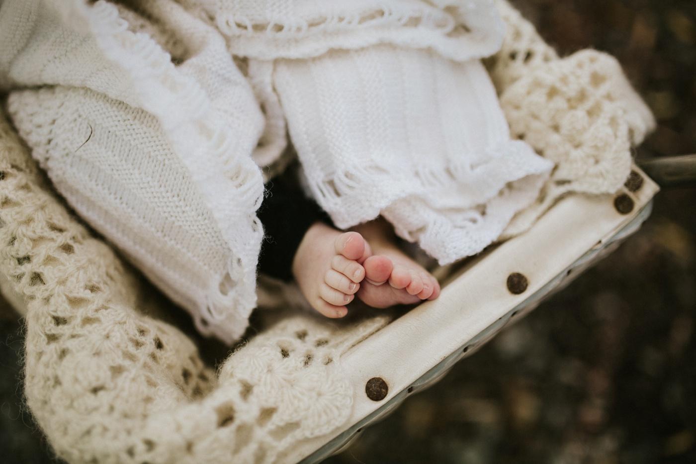 Blake-Lily-Rolig-Lekfull-Familjesession-Familjefotograf-Stockholm-Orebro_33